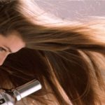 Use un spray para dar volumen antes de secar el cabello